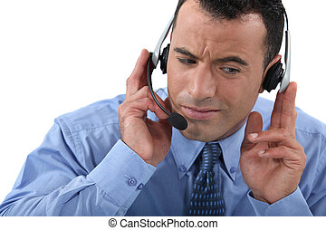 homem negócios, lutando, ouvir, seu, headset