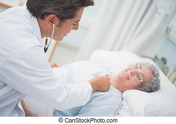 Patient is auscultating with a doctor