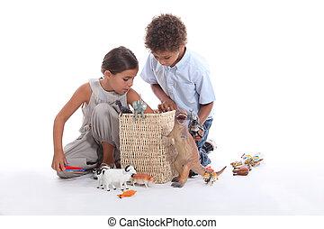 jovem, crianças, tocando, brinquedos