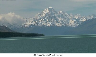 Lake Pukaki and Mt. Cook. - View to Mt. Cook from Lake...