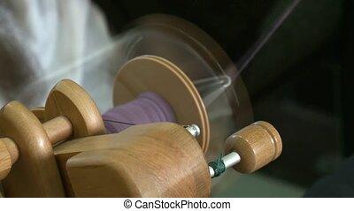 Hand spinning loom