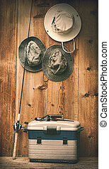 chapéus, penduradas, parede, pesca, equipamento