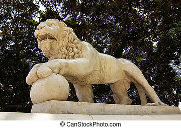 roaring lion sculpture made ??of stone