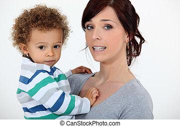 niño, poco, tenencia, ella, madre