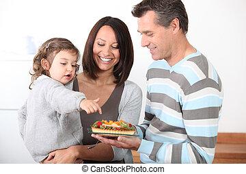pais, Preparar, mordida, comer, pequeno, menina