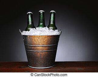 Cerveja, madeira, balde