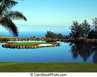 Golfind in Paradise