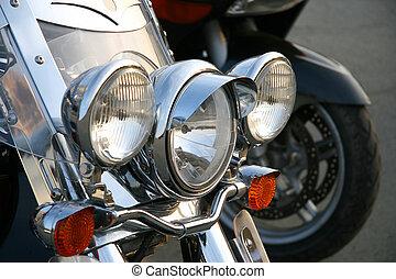 Three chromeplated headlights. - Three chromeplated...