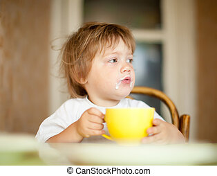 2 years child eats dairy - 2 years child himself eats dairy...