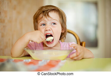 2 years child eats with spoon - 2 years child himself eats...