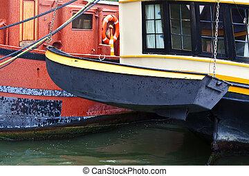 lifeboat - lowering lifeboat