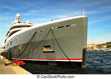 Luxury yacht - Large luxury yacht anchored at St Tropez in...