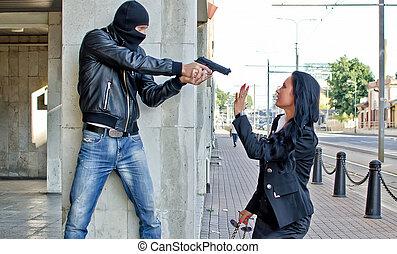 bandido, arma de fuego, amenazador, joven, mujer, calle