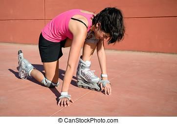 Roller accident - Female roller skater accident over hard...