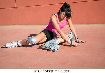 Roller skater fall - Female roller skater accident over hard...