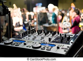 DJ, miscelatore