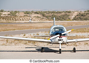 Small propeller airplane - A small propeller airplane and an...