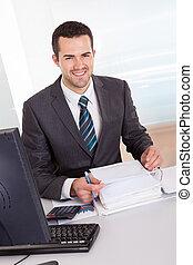 contador, trabajando, oficina