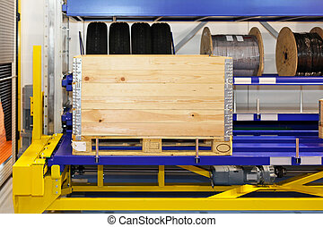 Pallet crate - Transportation pallet with wooden crate at...
