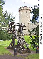 medival catapult at warwick castle - the medival catapult...