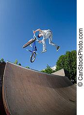 BMX, bicicleta, stunt, rabo, chicote
