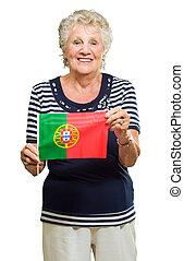 Sênior, mulher, segurando, PORTUGAL, bandeira