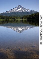 Mountain Lake called Trillium near Mount Hood, Oregon USA