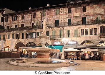 Piazza delle Erbe in Verona nightly - Piazza delle Erbe in...