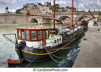 Barge. - Old barge for habitation at quay De Conti and the...