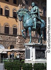 The bronze statue of Cosimo I de' Medici -...
