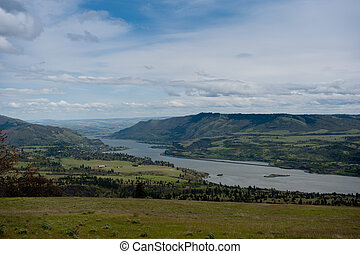 Overlooking the Columbia River gorg - A view from the...