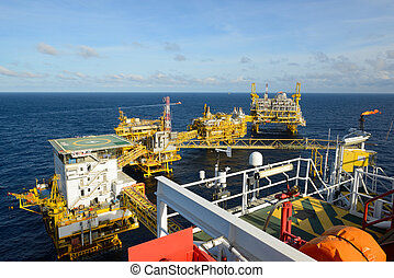 The offshore oil rig. - The offshore oil rig is in the gulf...