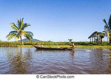 Malagasy man paddling - Malagasy man of ethnic Betsimisaraka...