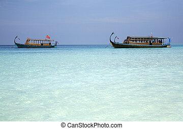 Maldivian fishing boats - Two Maldivian fishing boats known...