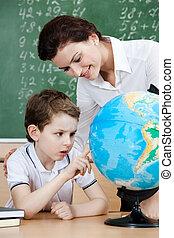 pequeno, aluno, olha, terrestre, globo