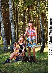 Hippie, niñas, guitarra, Sentado, tocón