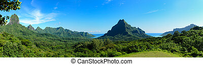 Tropical Moorea panorama - Panorama overview over Rotui...
