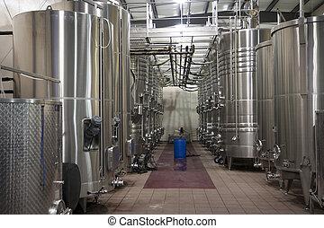 Tanks in bottler - Stainless steel wine tanks in bottler