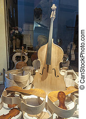 Lutist in Cremona - Shop window of a lutist in Cremona...