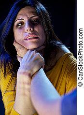 mulher, brooses, sendo, estrangulado, homem