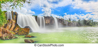Dry Nur waterfall - Beautiful Dry Nur waterfall in Vietnam...