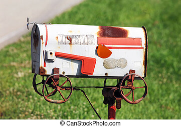 Postal goes Coastal - Metaphoric mailbox shows this family...