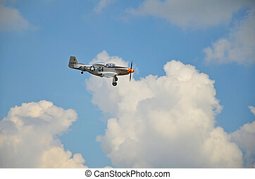 "Fighter 2 world wars P-51 ""Mustang"" at an air show to 100..."