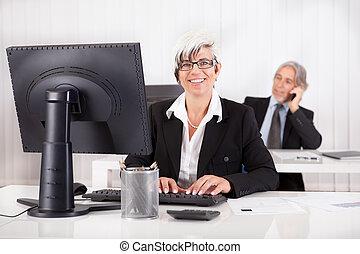 sorrindo, secretária, ou, pessoal, assistente