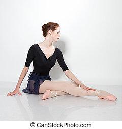 Young beautiful dancer posing on a studio - Beautiful young...