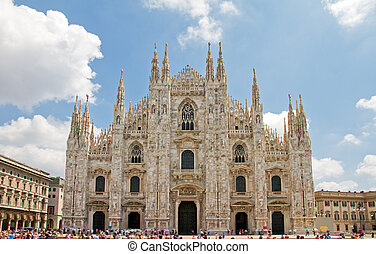 Milan Cathedral - Front view of the Duomo di Milano in...
