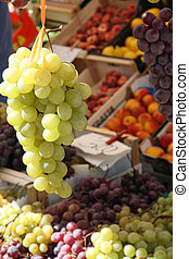 cluster of white grapes for sale