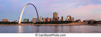St Louis Skyline and Mississippi river - Panoramic view of...