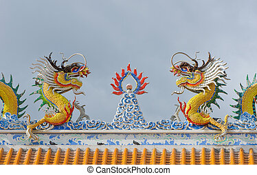 Dragons statue on the roof