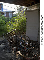 3488 - A year after Katrina in the Lakeview neighborhood of...